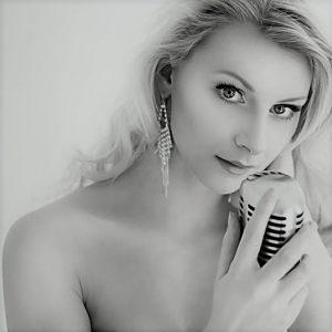 xJulia Portrait 6631_nb-w